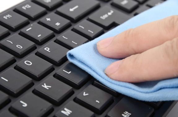 loi khuyen khi ve sinh laptop